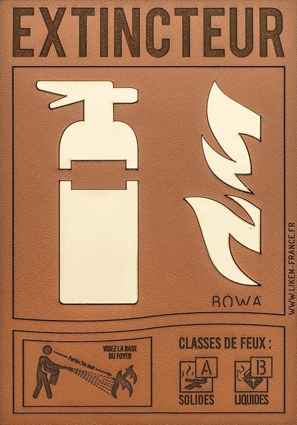 Plaque-signaletique-cuir-ivoire BD